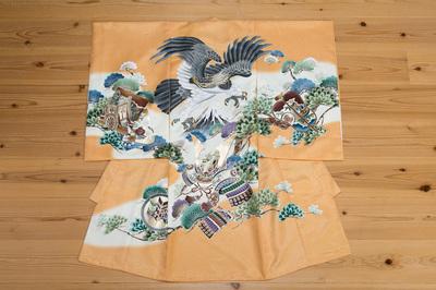 男の子のお宮参り着物 黄色黒や紺のお着物と違い、ご使用いただくと華やかです。お宮参り先の神社などで、他のお宮参りのご家族と色のかぶる事のない特徴的なカラーです。