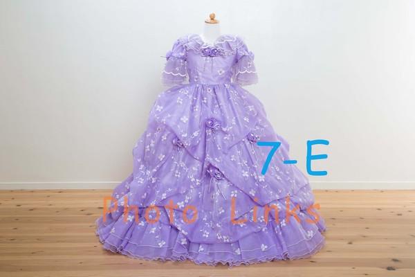 女の子に人気のあるパープルドレス 120cm散りばめられた刺繍やレースが、可愛い中にもエレガントさをプラスしたドレス