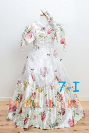 女の子 ドレス光沢のあるドレスの生地と豪華なお花のプリント柄 120cm