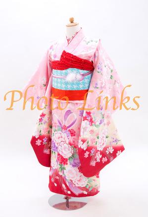 ピンク7歳女の子753着物 四つ身女の子の好きなピンク色に、リボン、お花など少し現代風な着物柄おしゃれで今風の女の子には人気